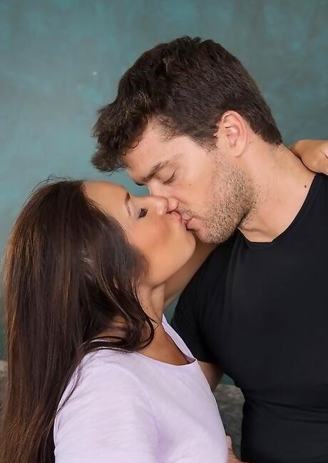 Latina Kiss Photos