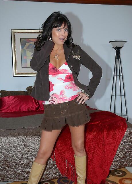 Latina in Boots Photos