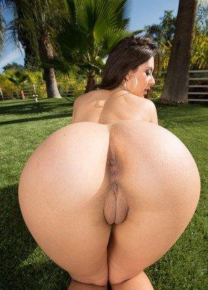 Big Brazilian Booty Photos